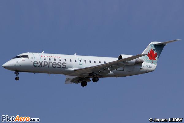 Canadair CL-600-2B19 CRJ-200LR (Air Canada Express)
