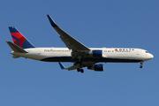 Boeing 767-332/ER (N194DN)