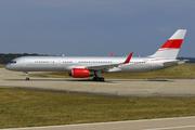 Boeing 757-23A (9H-AVM)