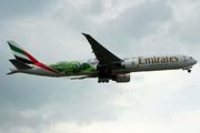 Boeing 777-31H(ER) (A6-ENQ)