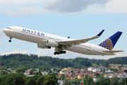 Boeing 767-322/ER (N676UA)