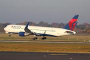 Boeing 767-332/ER (N1612T)