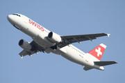 Airbus A320-214 (HB-IJQ)