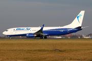 Boeing 737-86N(WL) (YR-BME)