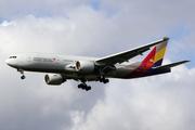 Boeing 777-28E/ER (HL7596)