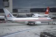 Boeing 767-223/ER (N334AA)