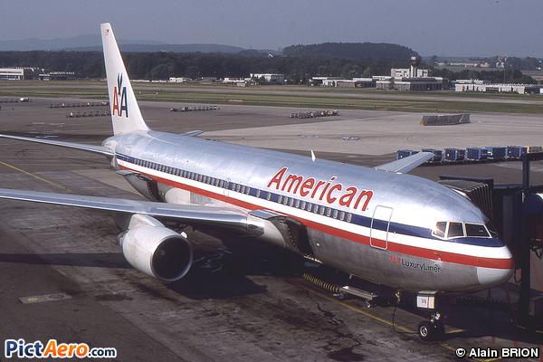 Boeing 767-223 (American Airlines)