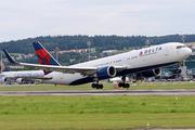 Boeing 767-332/ER (N1602)