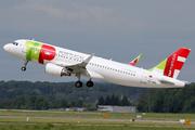 Airbus A320-214 (CS-TNQ)