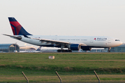 Airbus A330-223 (N858NW)