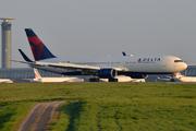 Boeing 767-332/ER (N174DZ)