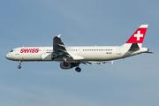 Airbus A321-111 (HB-IOK)