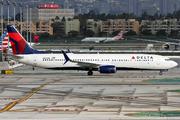 Boeing 737-932/ER (N863DN)