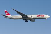 Boeing 777-3DE/ER (HB-JNF)