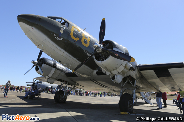 Douglas C-47DL DC3 (CAVANAUGH FLIGHT MUSEUM)