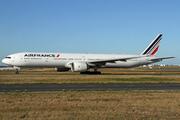 Boeing 777-328/ER (F-GSQL)