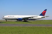 Boeing 777-232/ER (N864DA)