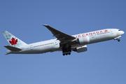 Boeing 777-233/LR (C-FNNH)