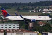Boeing 767-332/ER (N172DZ)
