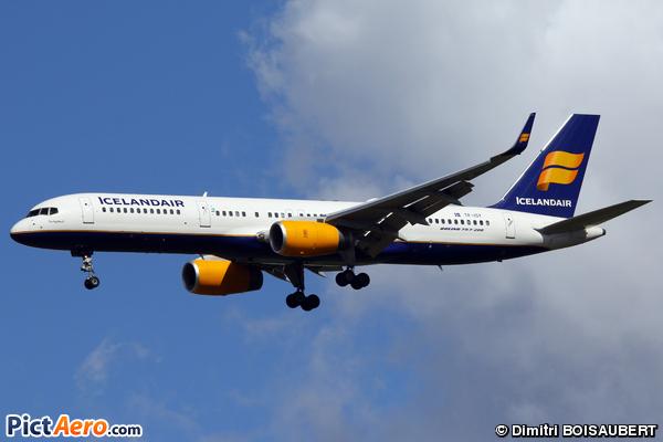 Boeing 757-223(WL) (Icelandair)