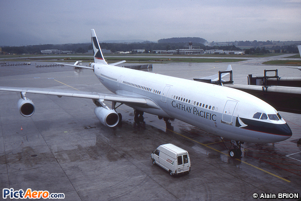 Airbus A340-211 (Cathay Pacific)