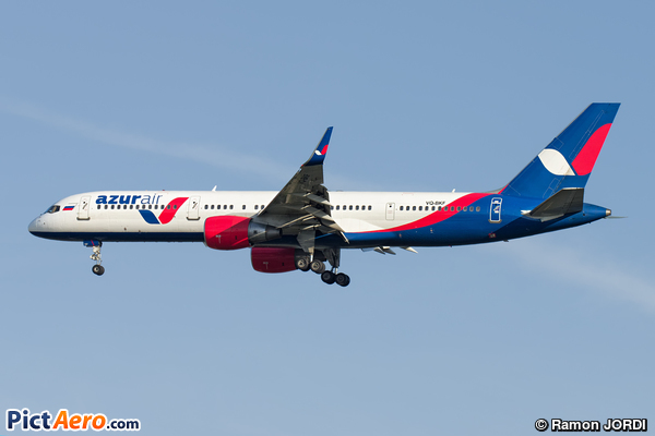 Boeing 757-28A/WL (Azurair)