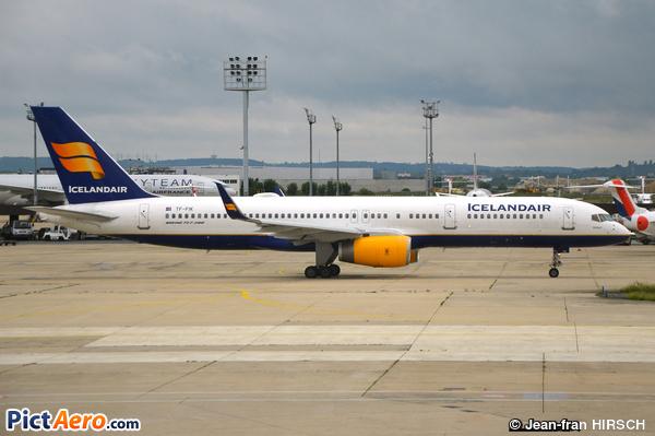 Boeing 757-28A (Icelandair)