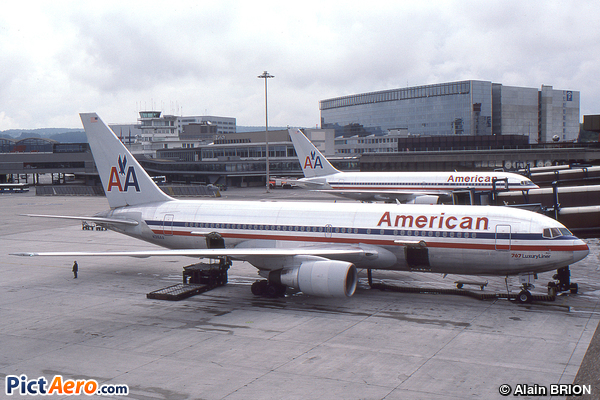 Boeing 767-223 (American Airlines)