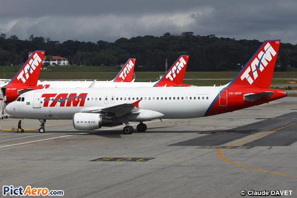 Airbus A320-214 (LATAM Airlines Brasil)