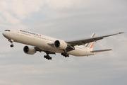 Boeing 777-328/ER (F-GSQP)