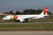 Airbus A320-214 (CS-TNJ)