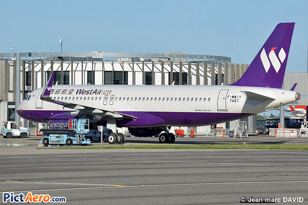 Airbus A320-214 (West Air)