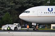 Boeing 767-424/ER (N76054)
