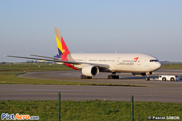 Boeing 777-28E/ER (Asiana Airlines)