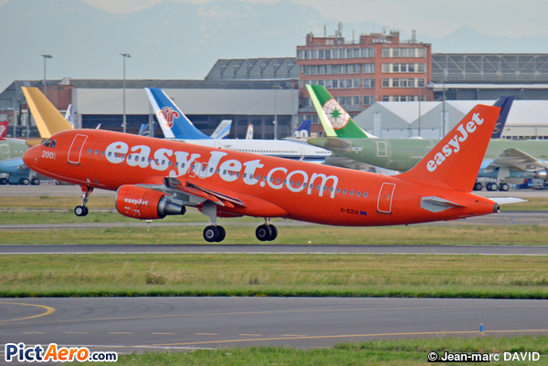 Airbus A320-214 (easyJet)