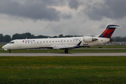 Canadair CL-600-2C10 Regional Jet CRJ-701 (N759EV)