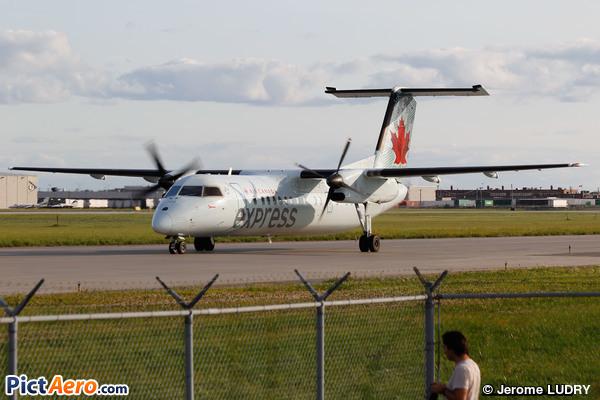 De Havilland Canada DHC-8-301 Dash 8 (Air Canada Express)