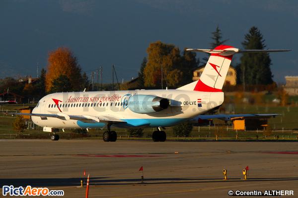Fokker 100 (F-28-0100) (Austrian arrows)
