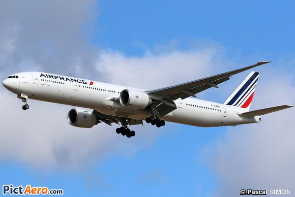 Boeing 777-328/ER (Air France )