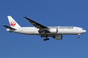 Boeing 777-246/ER (JA702J)