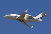Canadair CL-600-2B16 Challenger 604 (VH-URR)