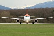 Airbus A319-111 (G-EZEV)