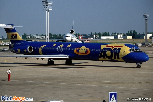 McDonnell Douglas MD-82 (DC-9-82) (AOM French Airlines)