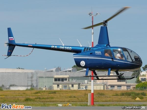 Robinson R-66 (Privé / Private)