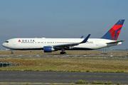 Boeing 767-332/ER (N180DN)