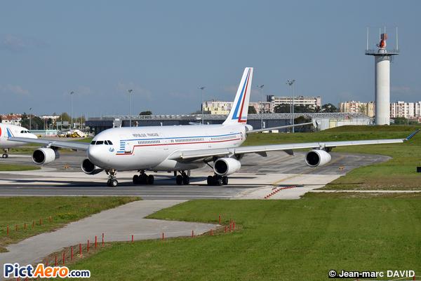 Airbus A340-211 (France - Air Force)