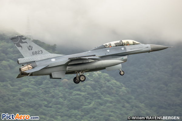 Lockheed Martin F-16B-20-CF (Taiwan - Air Force)