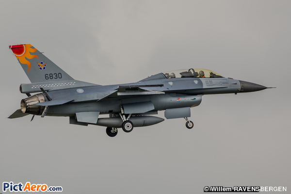 Lockheed Martin F-16B-20-CF (Taiwan - Air Force)