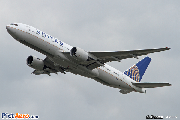 Boeing 777-222 (United Airlines)