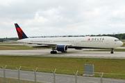 Boeing 767-432/ER (N833MH)